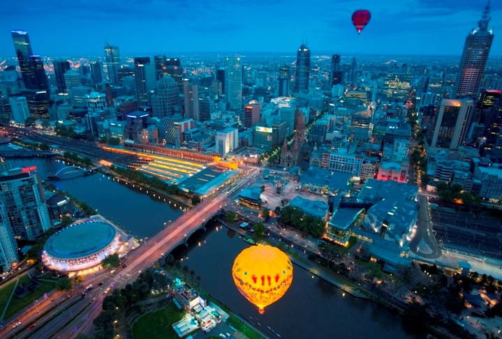 ALCP (Feature) - Melbourne Ballooning over the Yarra River & Fed Square - _12_45356